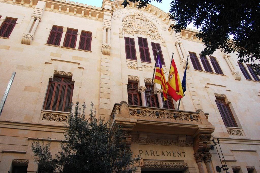El Parlamento Mallorquín ha aprobado la ley pro-LGTB con el apoyo de PP y Podemos