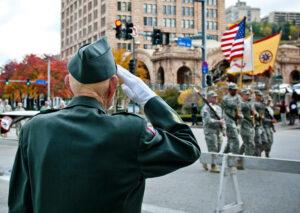 Veteranos en un desfile militar