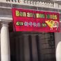 Puerta del Ayuntamiento de Valencia felicitando el Año Nuevo Chino