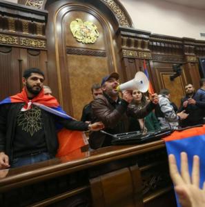 Patriotas armenios en el Parlamento.